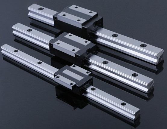 Ploter laserowy 1390 - prowadnice liniowe